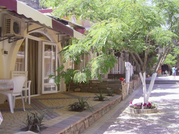 двор - Гостиница Измир