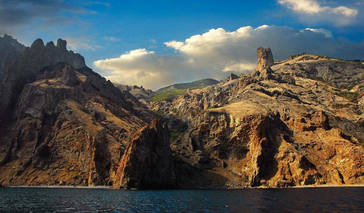 Потухший вулкан Карадаг  - К  потухшему  вулкану  Кара-Даг