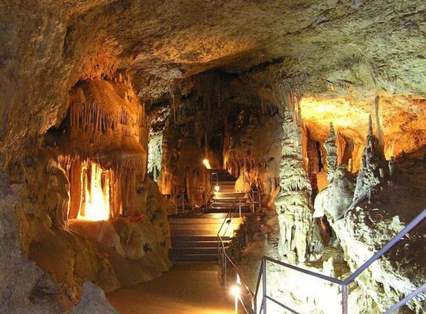 эмине-баир хосар - Карстовые пещеры Чатыр-Дага