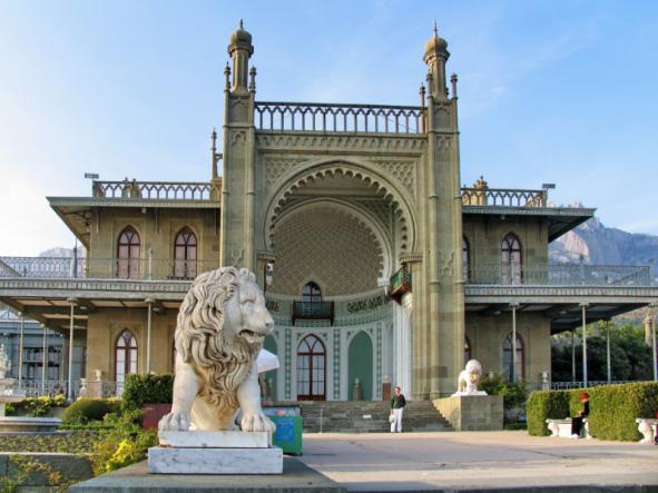 воронцовский дворец южный фасад - Ялта. Блистательные дворцы Южнобережья.