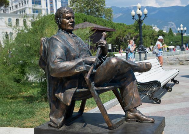 Памятник Пуговкину в Ялте - КРЫМ ГЛАЗАМИ КИНОЛЮБИТЕЛЯ