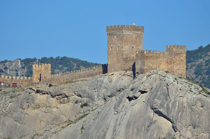 Крепость в Судаке со стороны моря - Винный тур