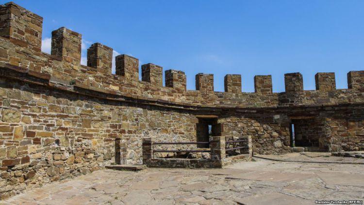 Барбакан Судакской крепости - Майские праздники в Крыму