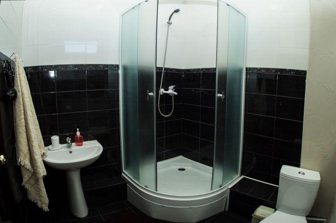 """ванная комната в гостевом доме Bogkirs  - Гостевой дом """"Bogkirs"""""""