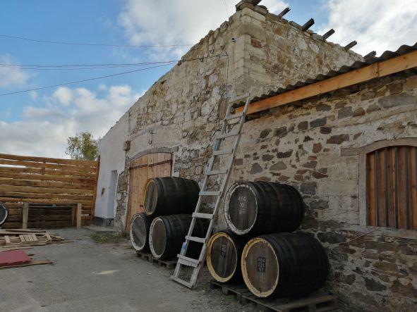 Территория винодельни - Заход солнца с горы Перчем на джипах+дегустация вин