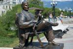 Памятник Пуговкину в Ялте - Крым глазами кинолюбителя  ( для групп от 6 чел)